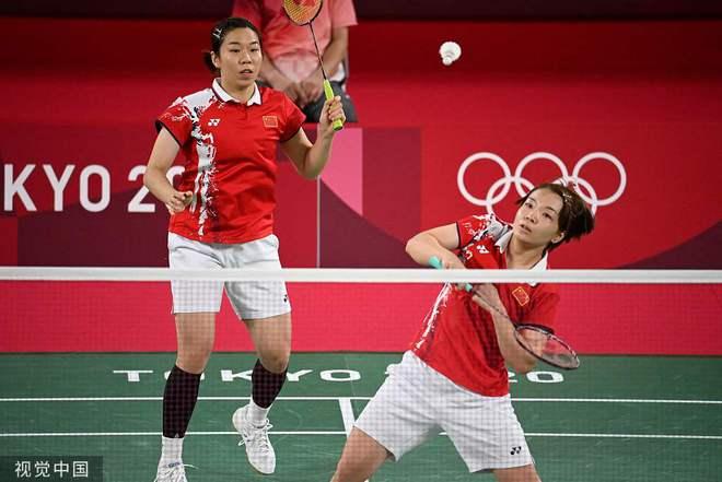 快讯-羽毛球女子双打 陈清晨/贾一凡2-0胜泰国组合
