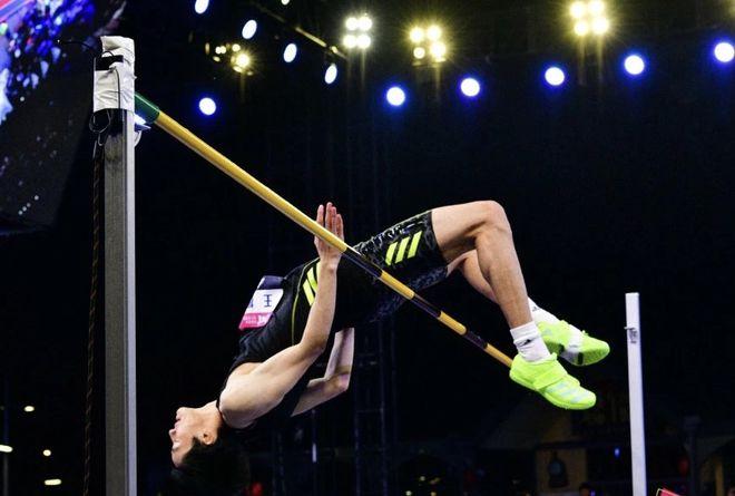 王宇王振亮相跳高赛场 葛曼棋退出200米比赛争夺