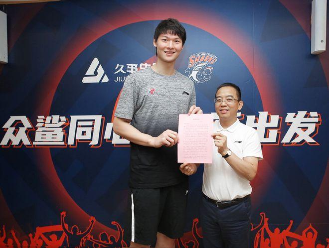 王哲林递交入党申请书 表决心做好上海男篮领袖
