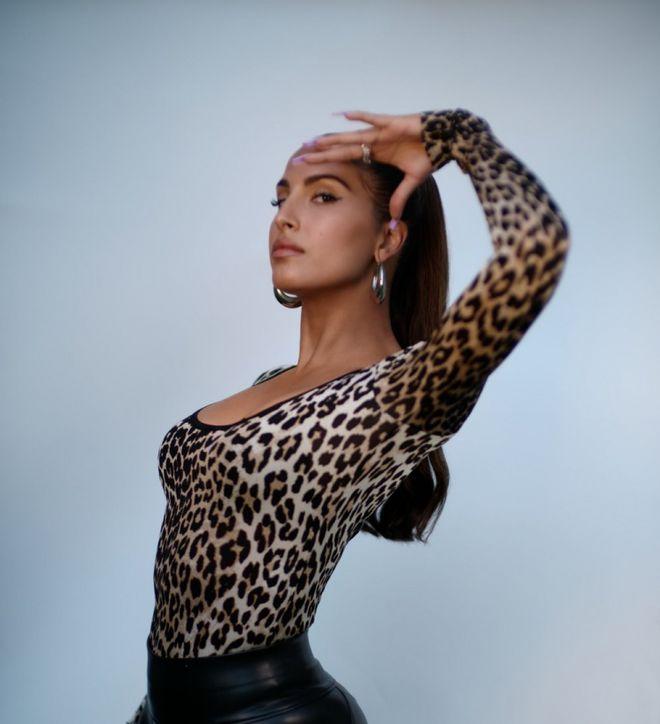 锁定目标?美女歌手推特晒图 杜兰特又第一时间点赞