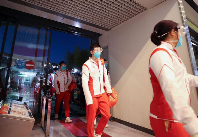 中国代表团第二批人马抵达东京 刘国梁:还算顺利