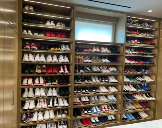 挑战塔克?阿德晒球鞋收藏柜!整面墙太秀了