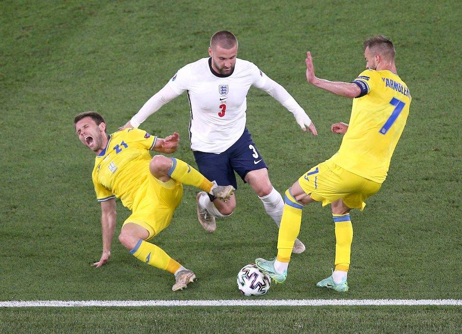 曼联铁闸欧洲杯表现征服卡洛斯!巴西传奇钦点,可成世界第一左后卫
