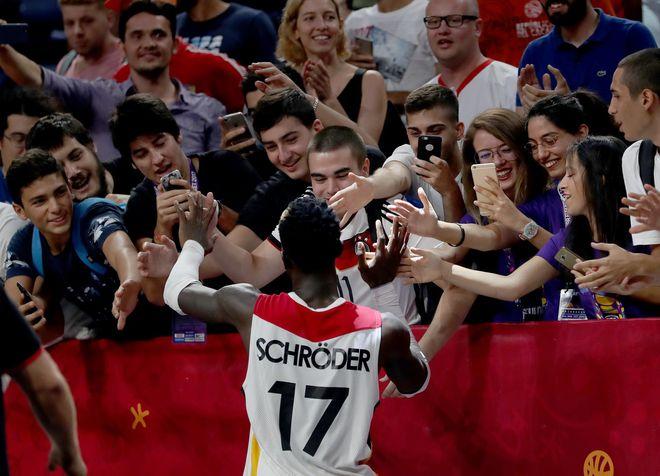 德国男篮:施罗德不会参加奥运会 承担不起他的保险