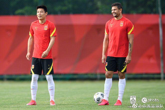 艾克森:武磊进步非常大 入籍球员增强了国足实力