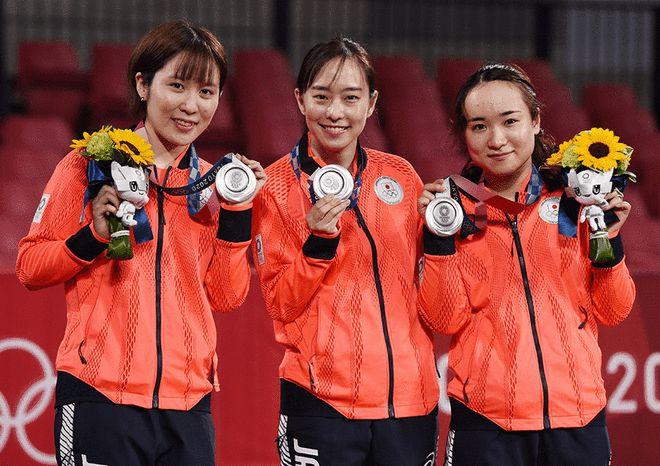 张本智和发文恭喜日本女团:中国很强!能拿银牌不易