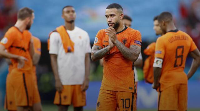 欧洲杯再负捷克 没学乖的荷兰出局可不只因为红牌