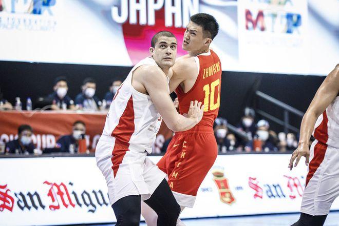 5个三分周鹏进了4个!中国队长成男篮外线最稳射手