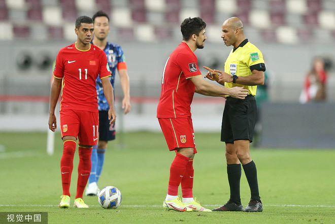 国足首次4归化球员同时在场 33岁洛国富A级赛首秀
