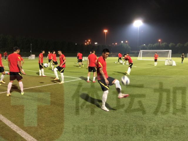 国足转入技战术演练 技术人员加紧分析澳大利亚队