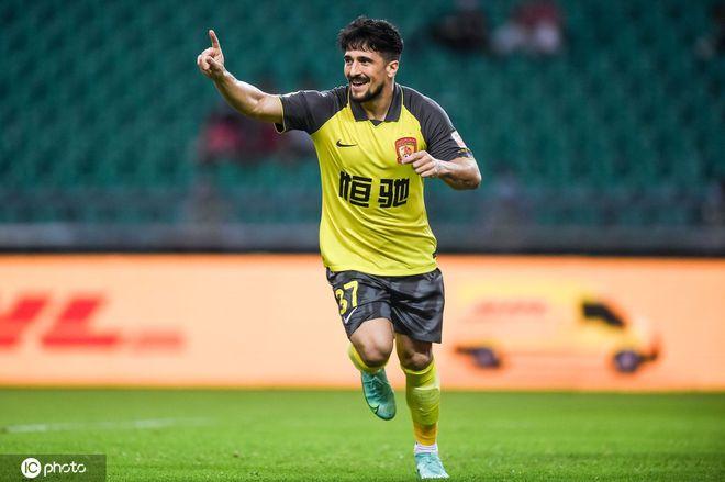 中超-高拉特梅开二度艾克森传射 广州6-0狂胜青岛