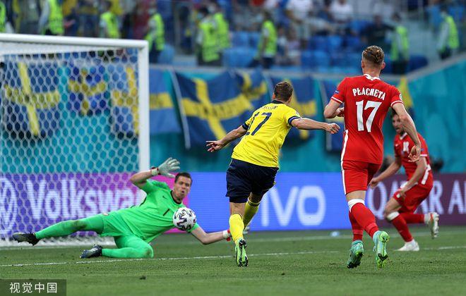 同一球场天堂地狱:瑞典绝杀全队疯了 波兰人瘫软在地一片死气