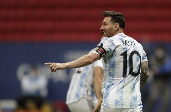 莱因克尔:足球是22人追着球跑 最后梅西的球队赢