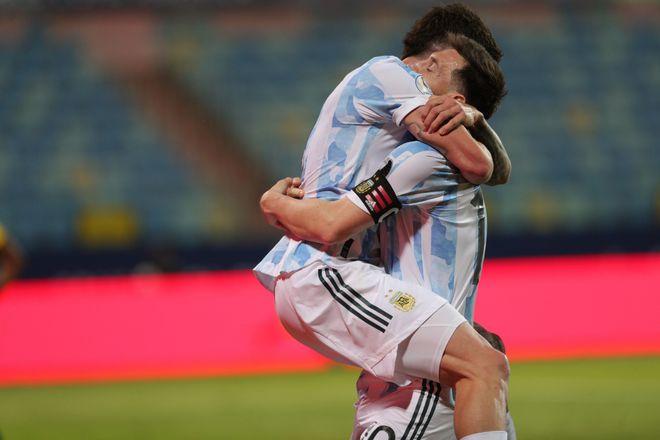 美洲杯-梅西2助攻+任意球破门!阿根廷3-0进4强