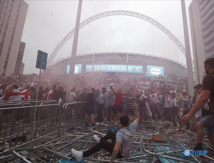 邮报:因欧洲杯决赛球迷混乱事件,英格兰可能被罚空场至少一场