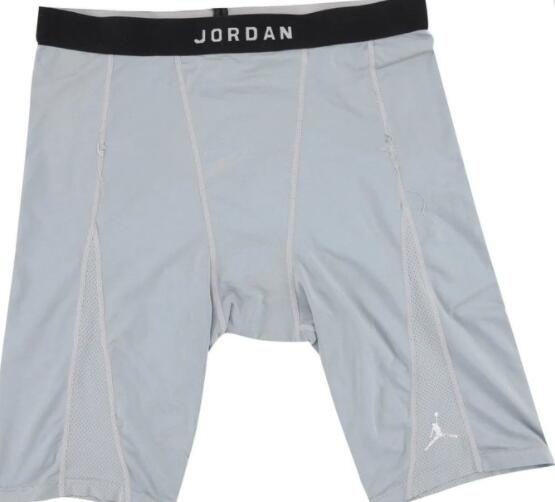 乔丹使用频繁的内裤被拍卖 一位球迷2784美元拍下